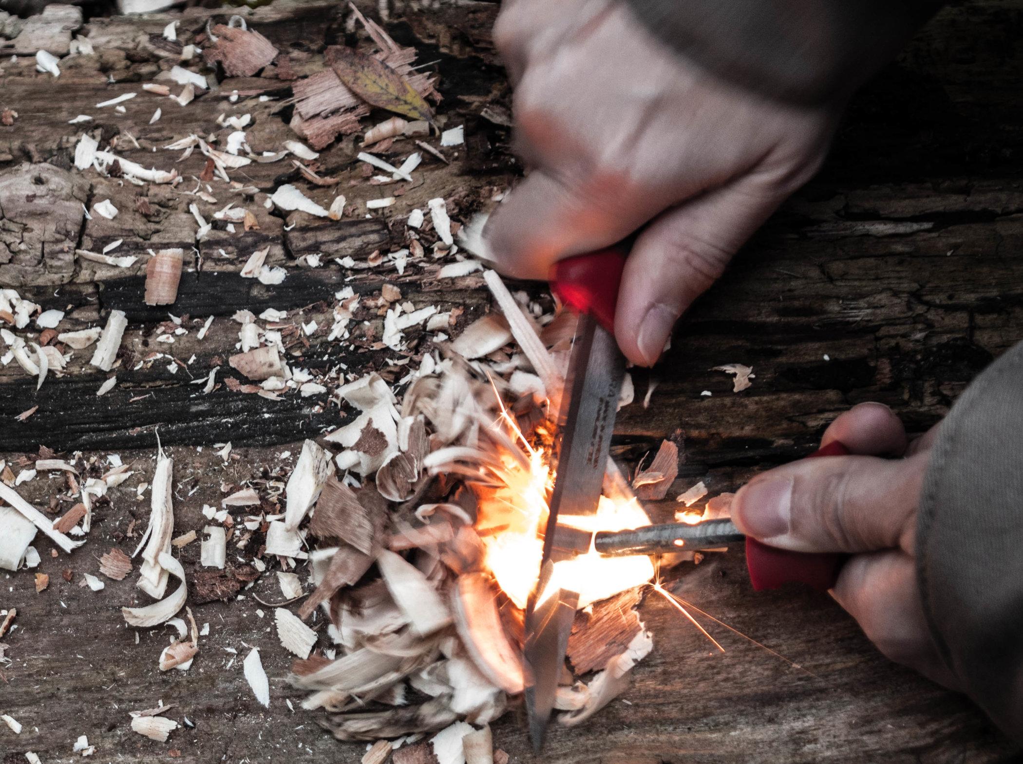 Feuermachen mit dem Feuerstahl